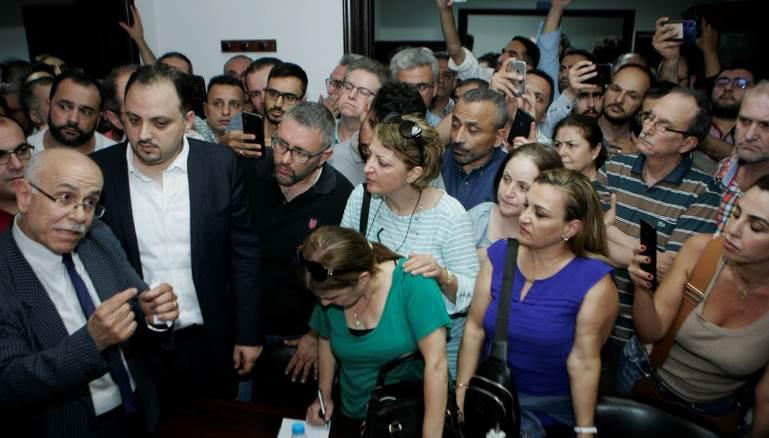 """رابطة أساتذة """"اللبنانية"""" تستنفر ليلاً والإضراب مستمر"""
