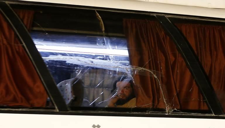 """هل أنزلت مروحيات النظام مقاتلي """"داعش"""" في حوض اليرموك؟"""