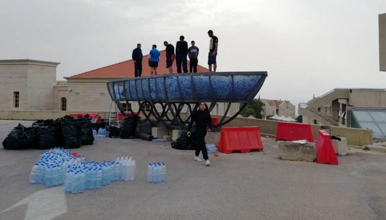بالفيديو – لبنان يطلق أول سفينة في العالم.. من العبوات البلاستيكية