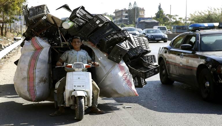 فقراء لبنان عبيد أثريائه