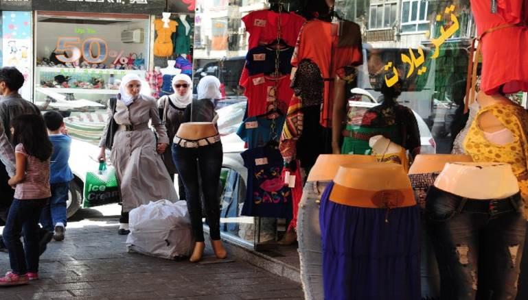 سوريا: الحكومة تخفّض الجمارك.. فتضرب الألبسة المحلية