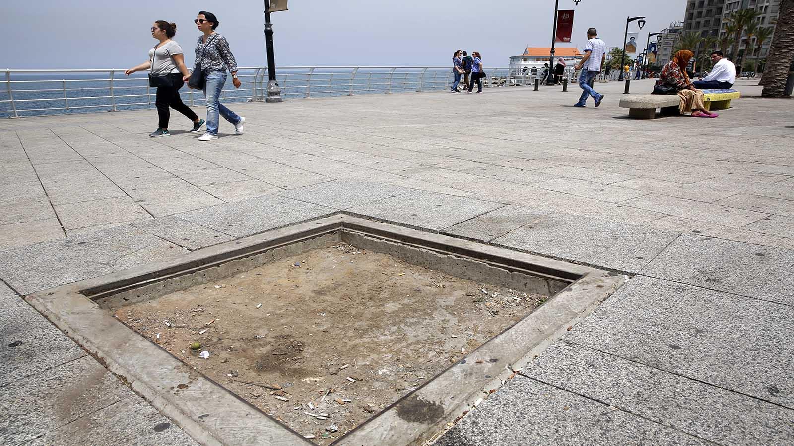 نزهة على الكورنيش البحري في بيروت 9dd48f63-a3fa-4f8a-96b2-7ad9823e1f4b